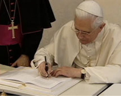 Benedict XVI Signs