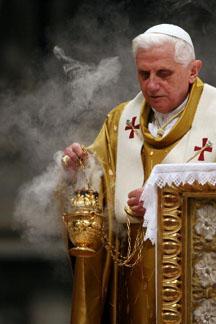 pope_benedict_easter_vigil_2007.jpg