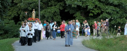 Rosary_Procession_03_S