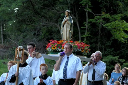 Rosary_Procession_04_S