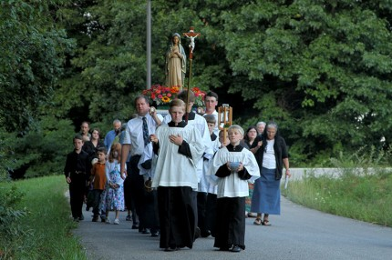 Rosary_Procession_05_S